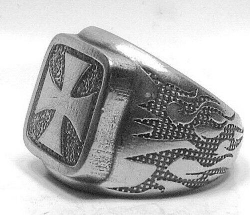 großer EK-Ring mit Flammenmuster und EK Bikerring Rockerring Ring