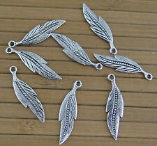 Lot de 8 breloques  plume en métal argenté veilli,  perles, fimo-bc257
