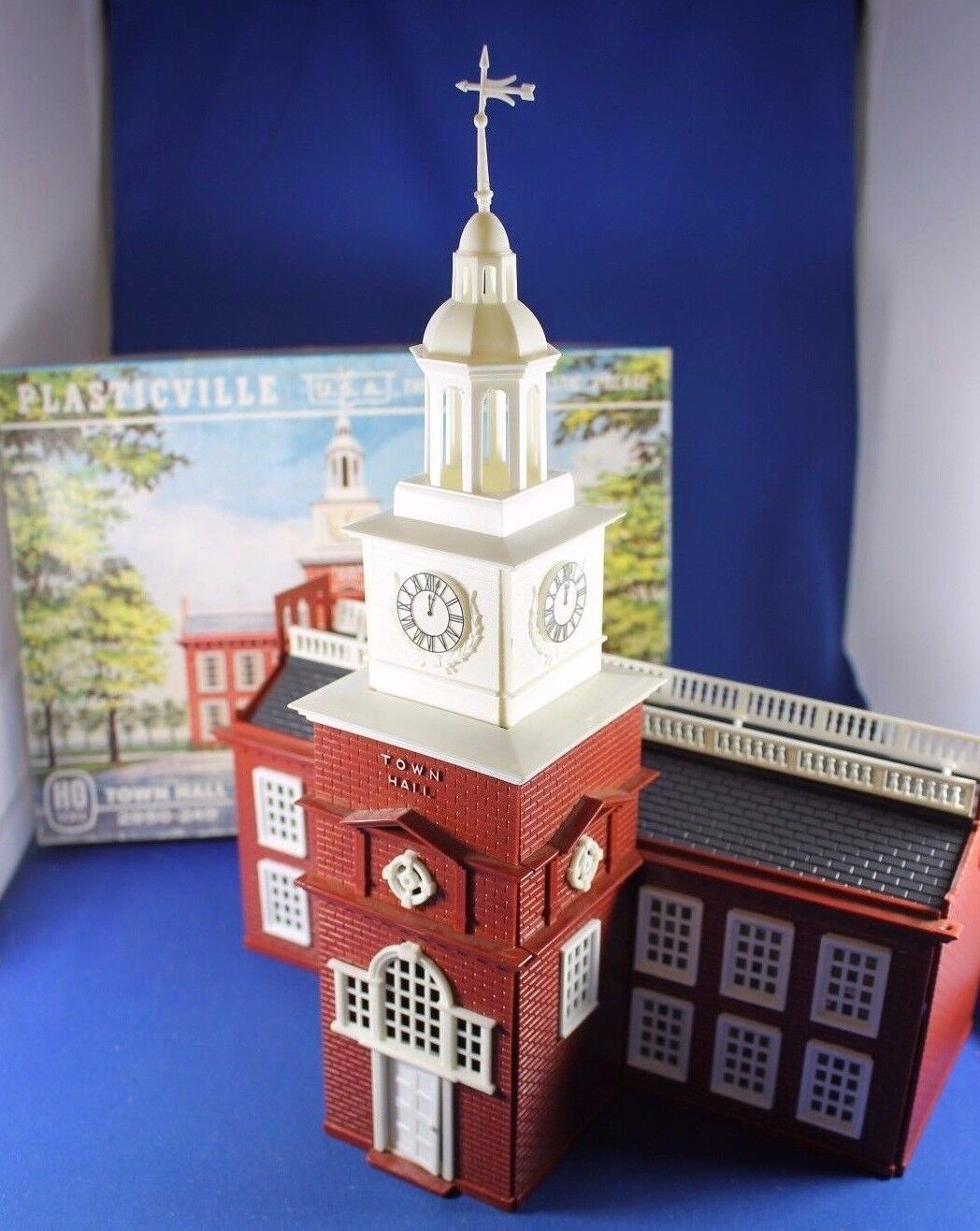 Plasticville - O/S -  2950-249 Town Hall  HO Box  Complete - Excellent
