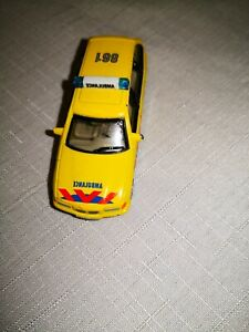 BMW-325i-Touring-Ambulance-GIALLO-Hongwell-1-72-vetrina-modello-da-collezione-RAR