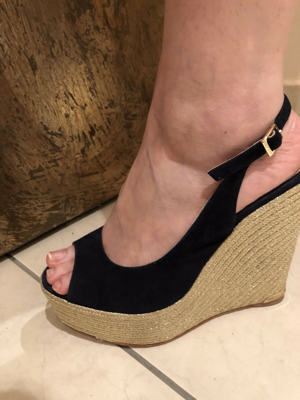 Paloma Barcelo Designer Navy Navy Navy bluee Suede Slingback With gold Metallic Wedges 8.5 770dea