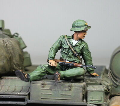 NVA Soldier in Fight in Vietnam war 1:35 Pro Built Model #1 Pre-Order