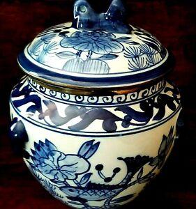 Vintage-Ginger-Jar-Biscuit-Barrel-Blue-and-White-Porcelain-Asian-Pottery-Pretty