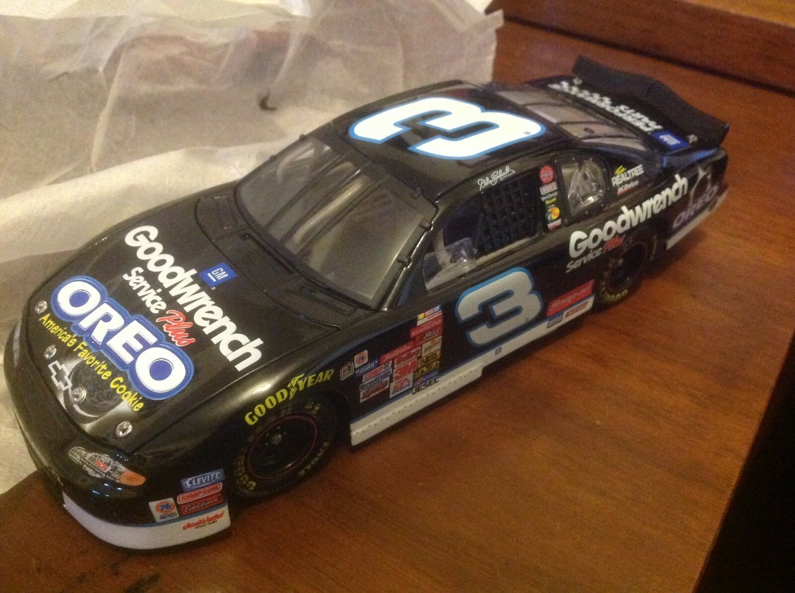 Dale Earnhardt 2001 Action  3 OREO / GM Goodwrench Monte Carlo C/W car 1:24