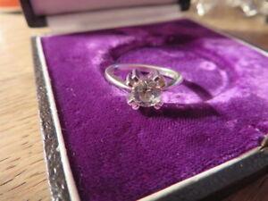Schoener-925-Silber-Ring-Designer-Signiert-HB-Zirkonia-Wie-Diamant-0-75-Carat-Top
