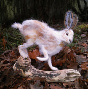 Hare-Snow-Hare-Lievre-Needle-Felted-Animal-Sculpture-OOAK