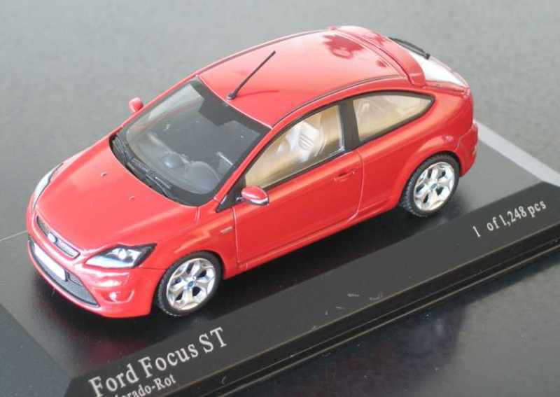 Wonderful modelcar FORD FOCUS ST 2009 in r e d - 1 43