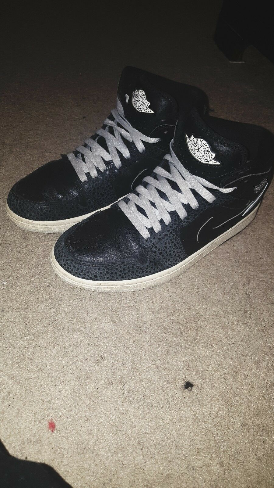 Retro Jordan 1's. Size 7y. Wore Once, great condition. Low Price.