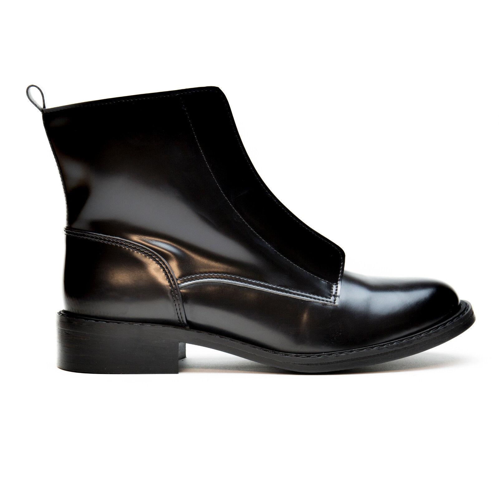 Vegan ankle boots woman black zip flat heel round-toe breathable water-resistant