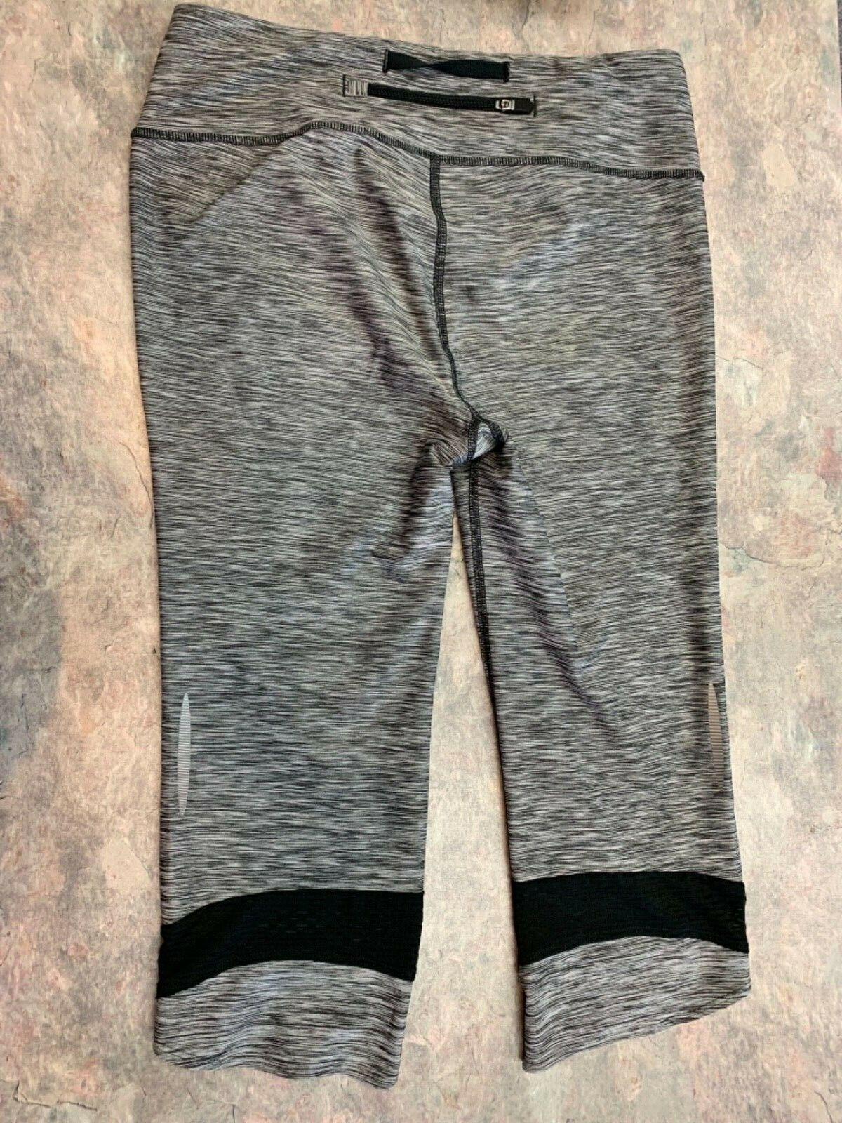 Under Armour Womens Gray/Black leggings capris size 8