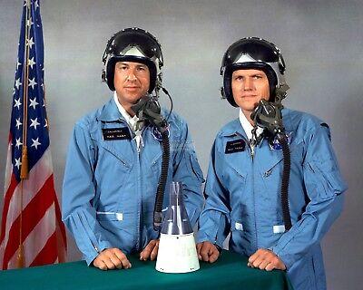 BB-711 FRANK BORMAN ALAN SHEPARD ASTRONAUTS PRIOR TO GEMINi 7  8X10 NASA PHOTO