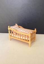 DOLLS house furniture: CULLA in legno con Trapunta & Federe: 12A scala