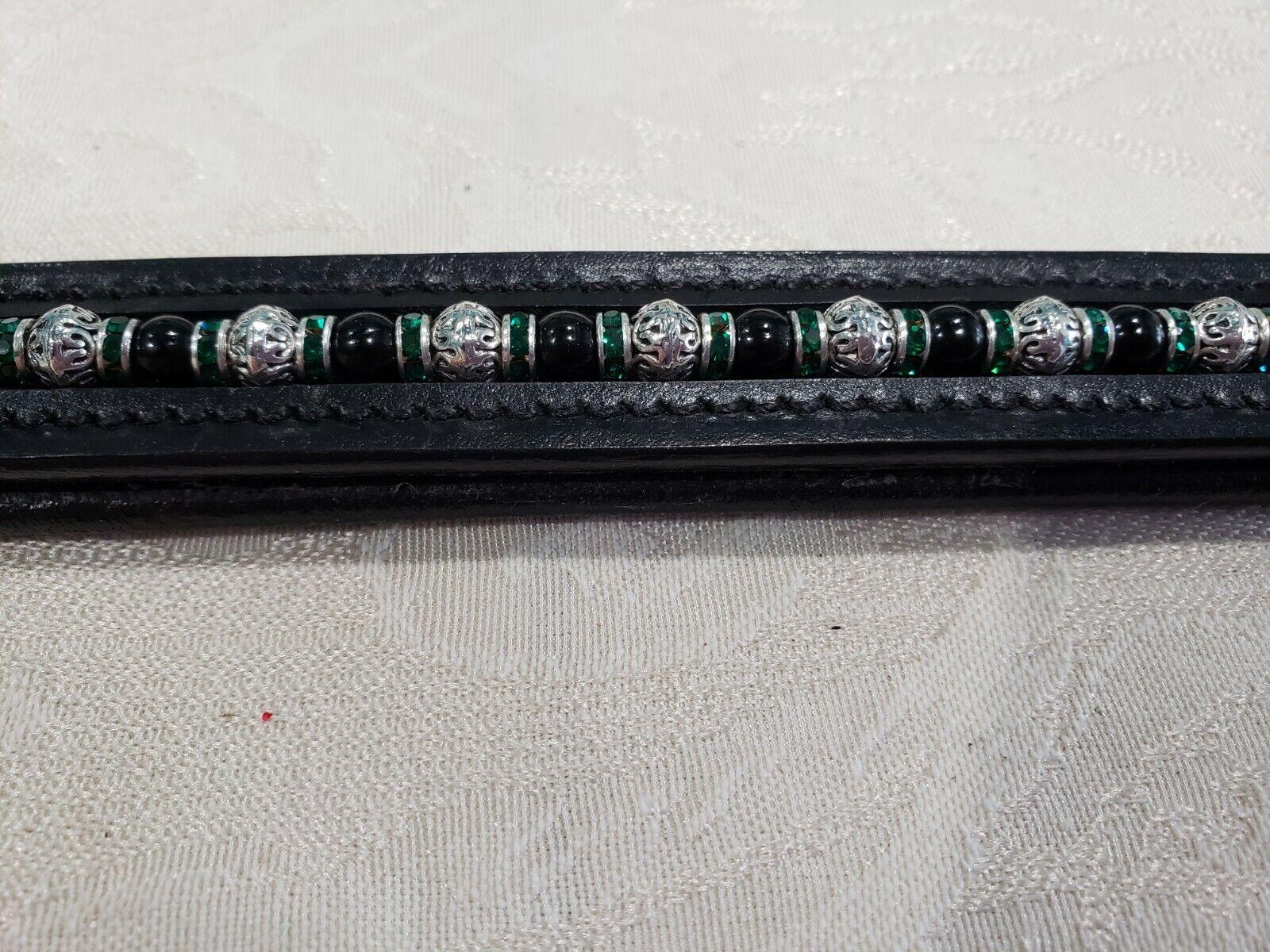 15  (COB) Negro frontalera con Negro y granos del Metal y verde rondells