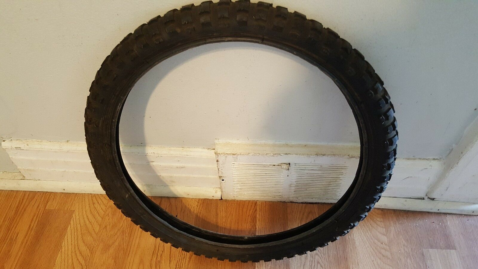 OLD SCHOOL BMX  LHR TIRE 20X2.125 MODELLH314-06 MADE IN TAIWAN VINTAGE RARE  hot sports