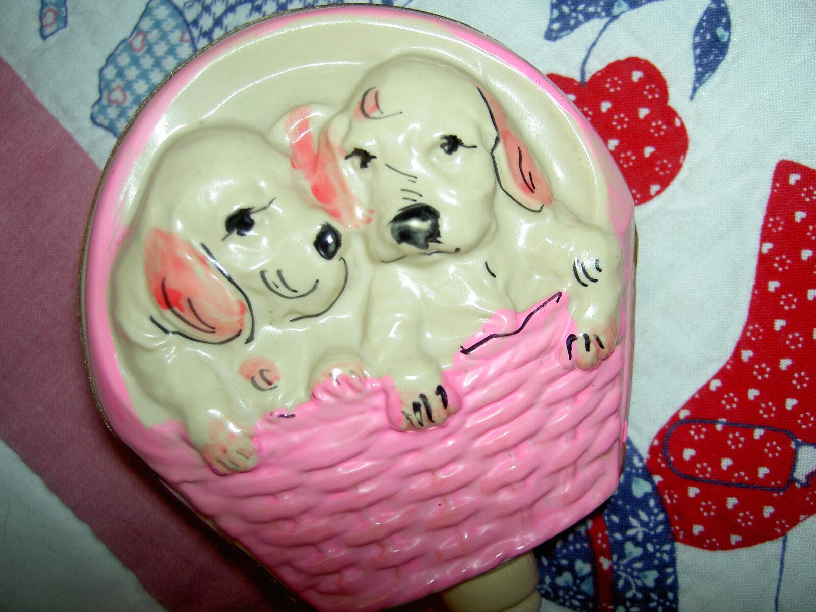 Querida 1930 Vintage inusual, Cachorro Perros en la cesta, celuloide Sonajero Bebé Muñeca