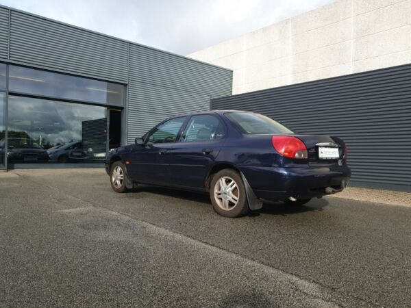 Ford Mondeo 1,8 Exclusive - billede 2