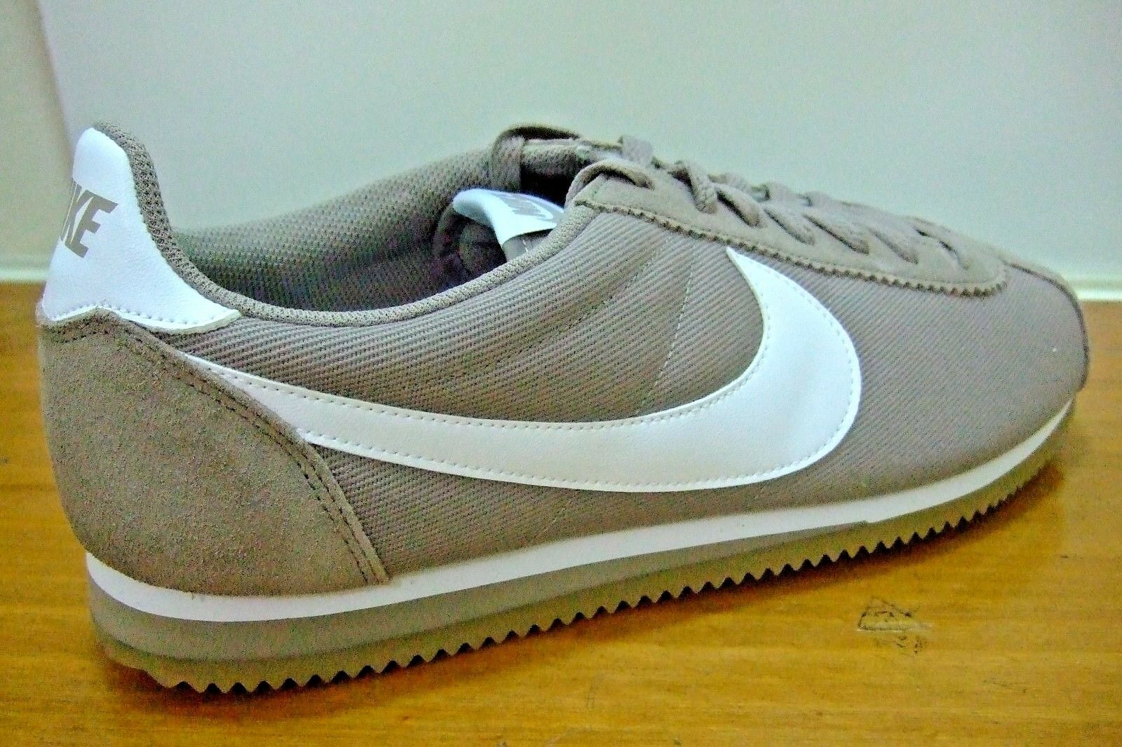 NIKE CLASSIC CORTEZ MENS SHOES TRAINERS UK SIZE 12   807472 202