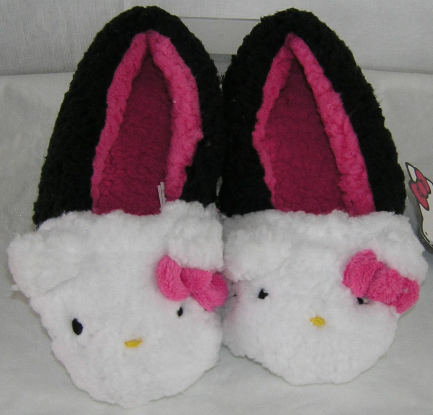 Hello Kitty Plush Moccasins BLACK NICE GIFT FREE USA SHIPPING SMALL 5-6