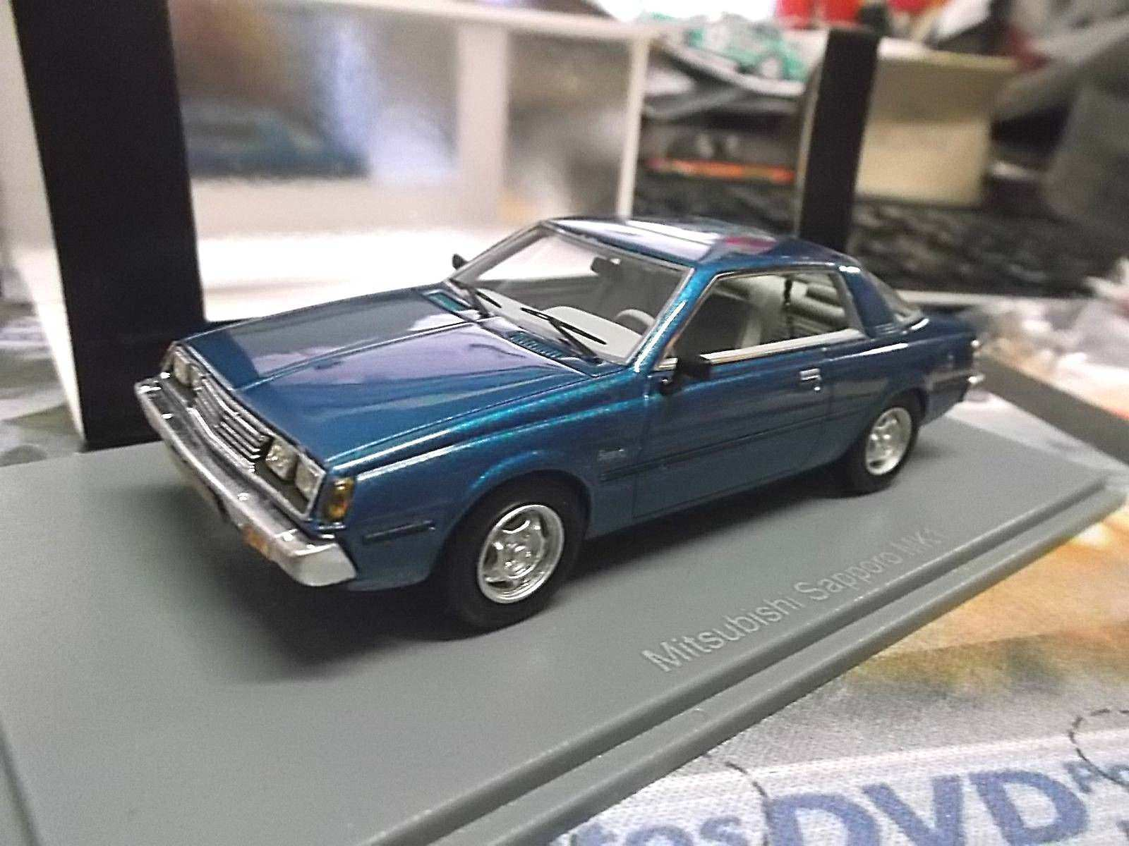 MITSUBISHI Sappgold Coupe A121 A123 1975 – 1980 bluee met bl Resin SPreis NEO 1 43