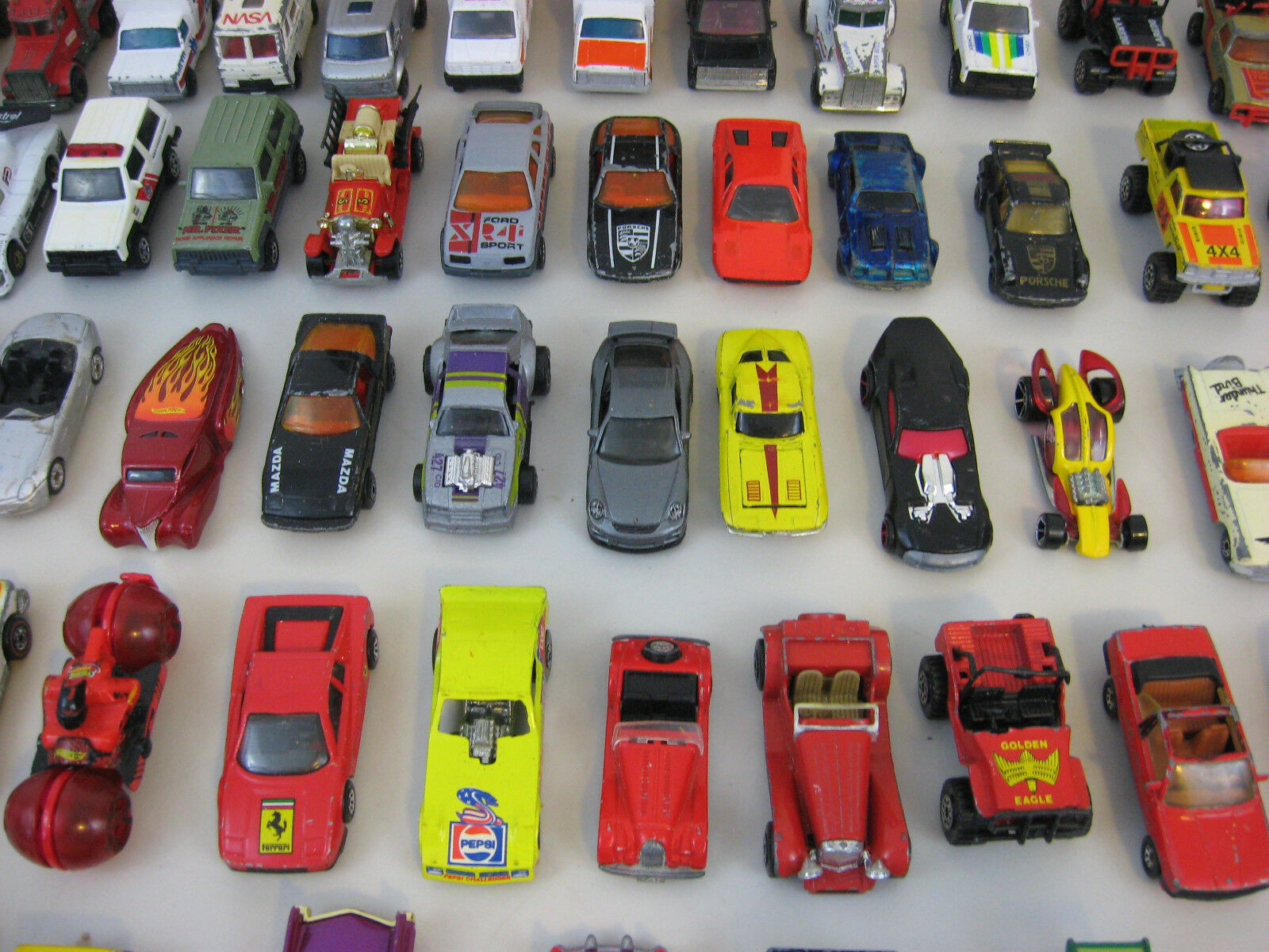 Lot of 56 56 56 Hot Wheels-Matchbox & Misc. Die Cast Vehicles With Tara Carry Case 3c1057