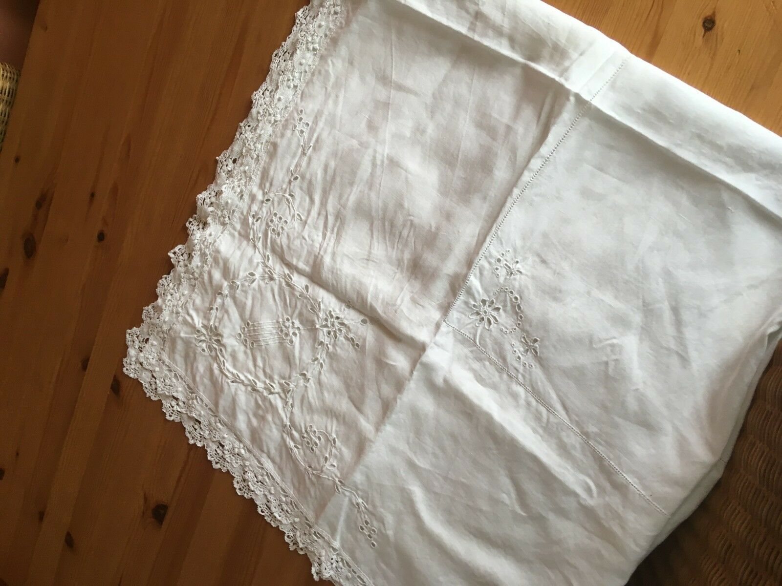 Pretty vintage cotton tablecloth in white with cut out embroidery 106cm square