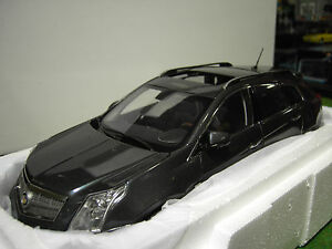 CADILLAC-SRX-CROSSOVER-Gray-o-1-18-de-KYOSHO-G003GR-voiture-miniature-collection
