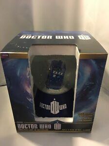 Doctor-Who-Tardis-Light-Up-Christmas-Snow-Globe-POLICE-CALL-BOX-NIB