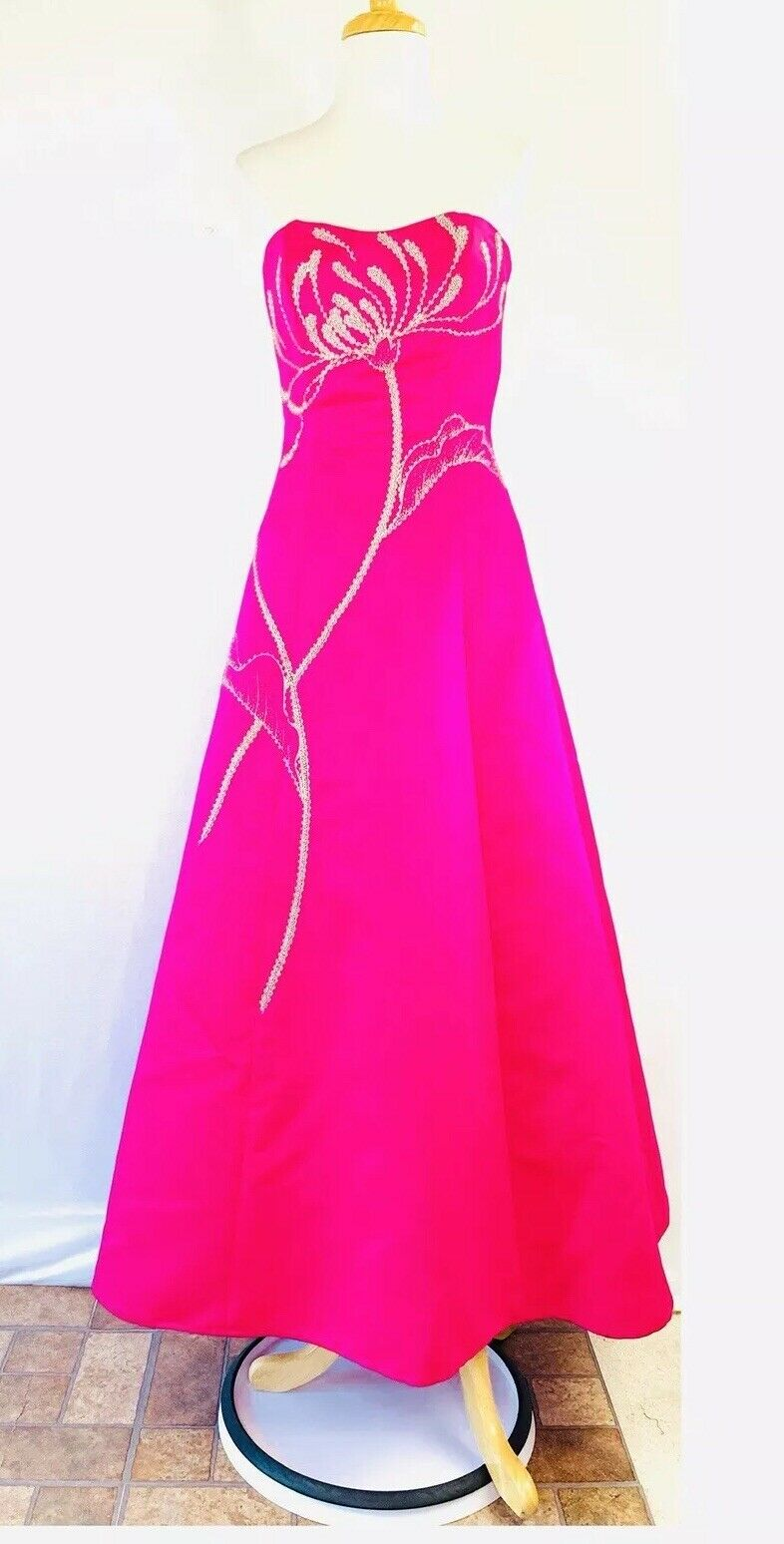 NWOT  Sean Collection Taffeta Ball Beaded Strapless Gown Größe Small Fuchsia