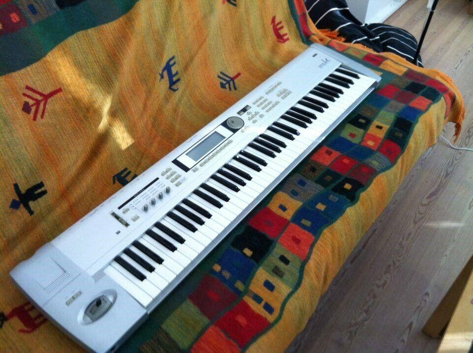 Keyboard, Korg Triton Le76