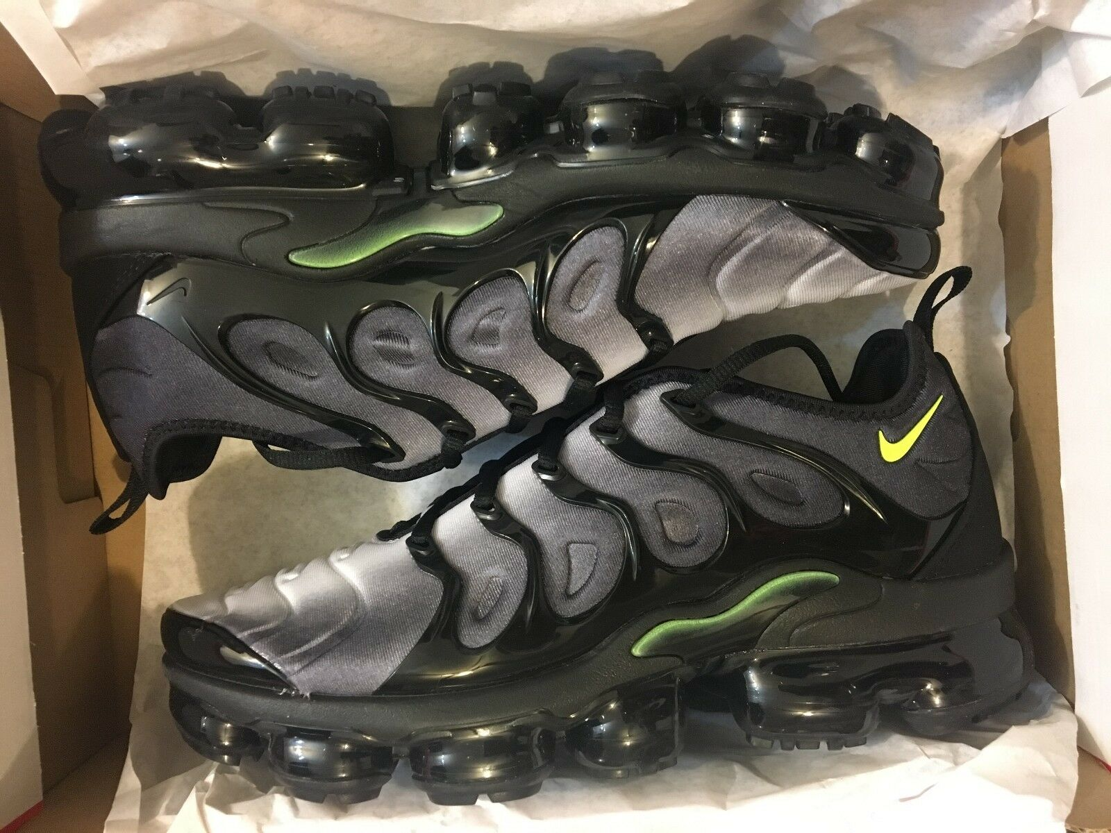 NEW NIKE AIR VAPORMAX PLUS BLACK VOLT WHITE RUNNING SHOE 924453-009 MEN SIZE 8 Special limited time