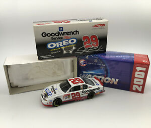 Action-1-24-29-Kevin-Harvick-GM-Oreo-Show-Car-2001-Monte-Carlo-In-Box