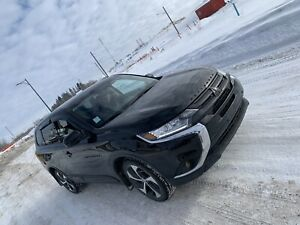 2017 Mitsubishi Outlander - Like New - Extremely low kms