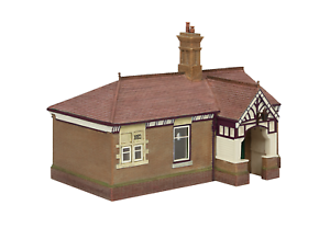 Bachmann-44-090C-OO-Gauge-Bluebell-Waiting-Room-and-Toilet-Crimson-and-Cream