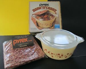 1980 PYREX Trailing Flowers Bake 'N Carry Casserole 2.5 Qt. w/ Quilted Cozy+ Box