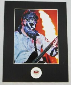 Jim-Root-Slipknot-Concert-Stage-Used-Pick-With-Matted-Photo-Display-11x14
