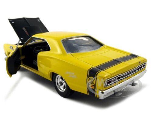 1969 DODGE CORONET SUPER BEE YELLOW 1:24 DIECAST MODEL CAR BY MOTORMAX 73315