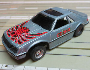 fuer-H0-Slotcar-Racing-Modellbahn-Ford-Mustang-mit-Tyco-Chassis-und-Fahrlicht