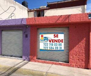 En venta conjunto de 5 locales comerciales con superficie total de 100 m2 y departamento de 70 m2