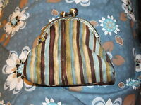 Cute Vintage Style Kiss Lock Coin Purse -new