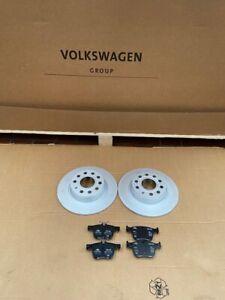 Bremsscheibe-Satz-mit-Bremsbelaegen-hinten-VW-AUDI-SEAT-SKODA-5Q0615601D-ORIGINAL