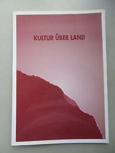 Kultur-ueber-Land-Haus-Tuer-Stuhl-Dialog-im-Raum-Plastik-Steinmetz
