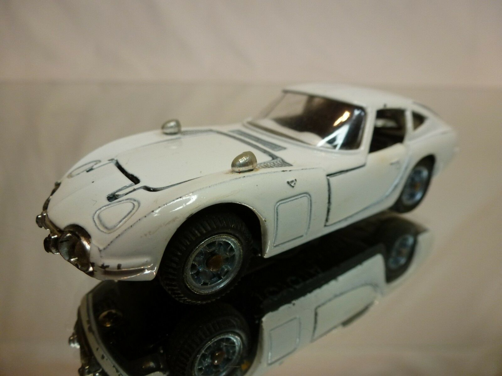MEBETOYS A29 A-29 TOYOTA 2000 GT - WHITE 1 43 - GOOD CONDITION