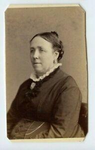 Vintage-CDV-Civil-War-Era-Woman-seated-by-Hardy-22-Winter-St-Boston-MA-N76