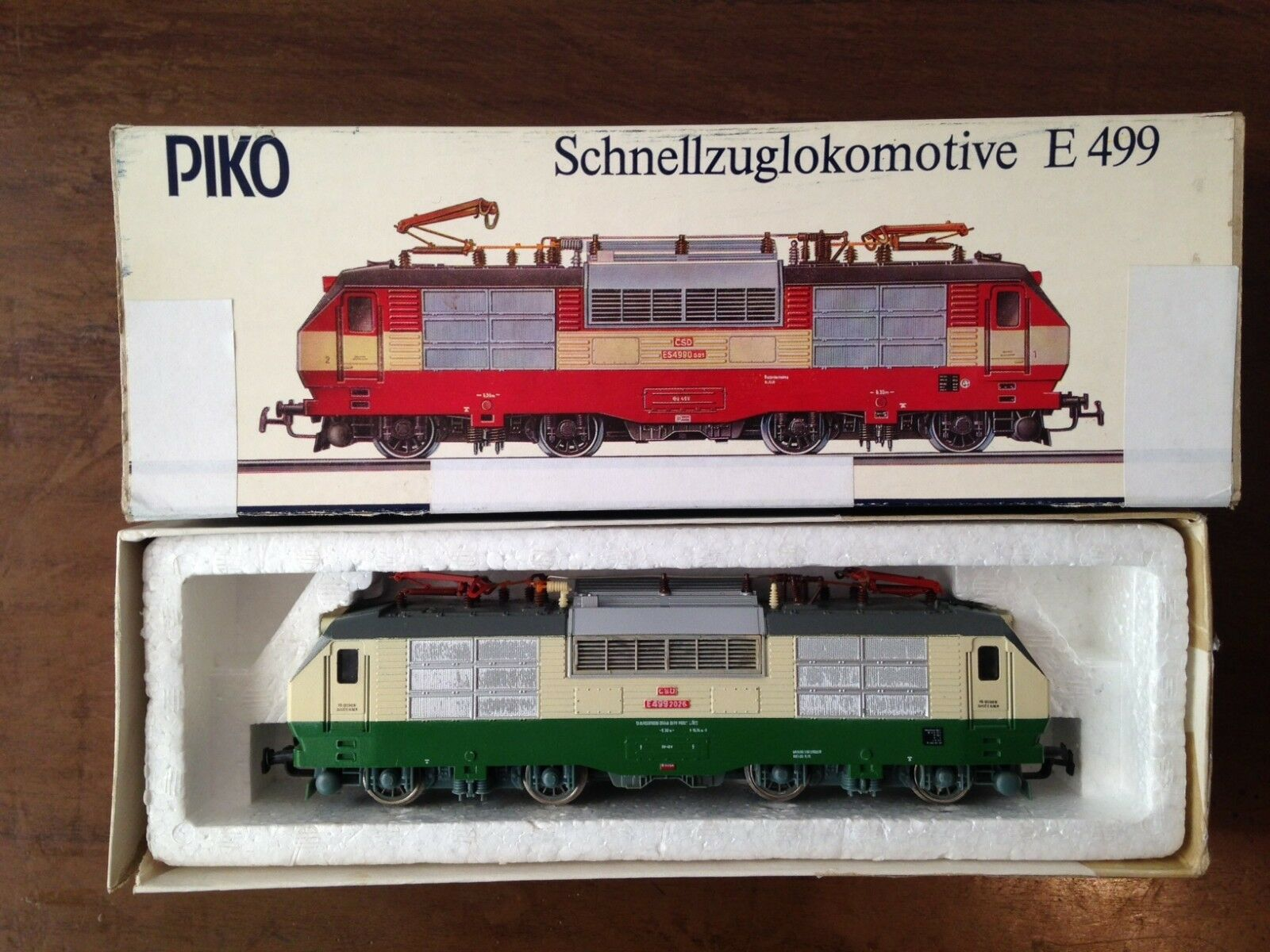 PIKO HO electric locomotive ES 499 of the CSD  (green) Boxed