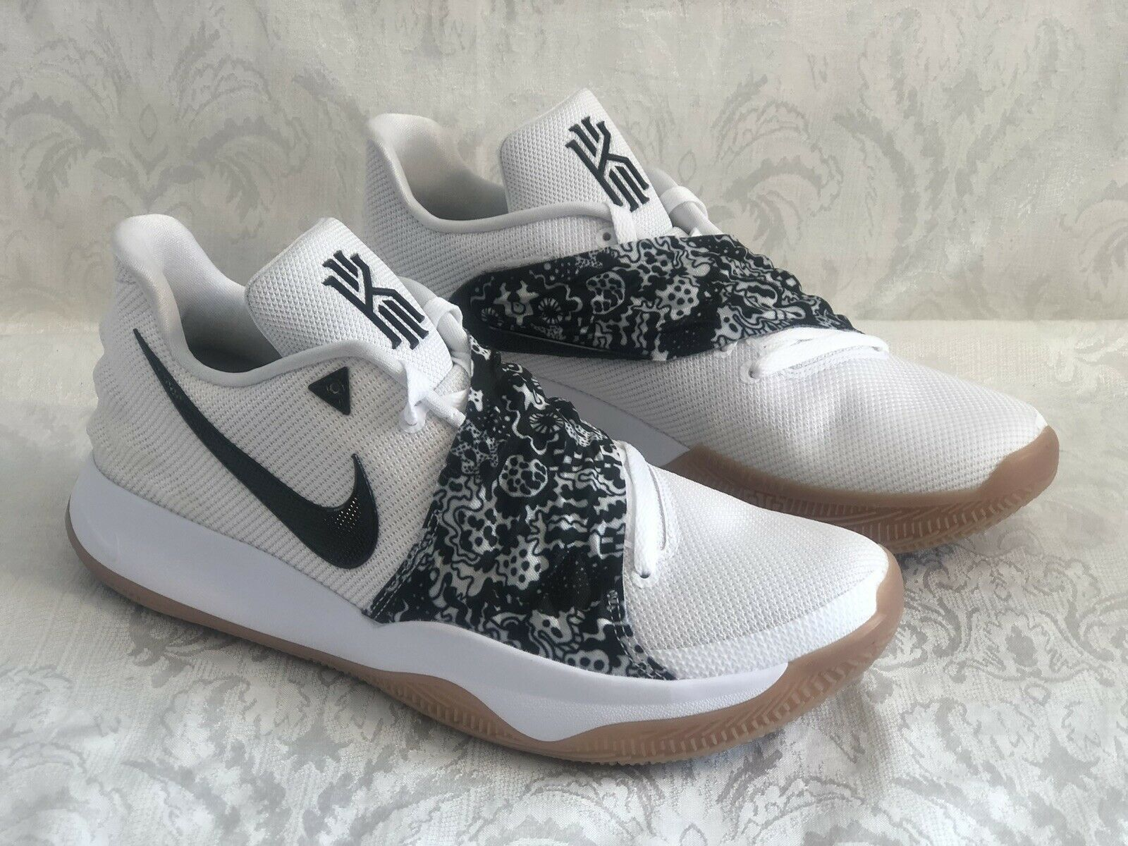 04e6f52854fe New Size 13.5 Men s Nike Kyrie 4 Low AO8979-100 White White White Black Gum