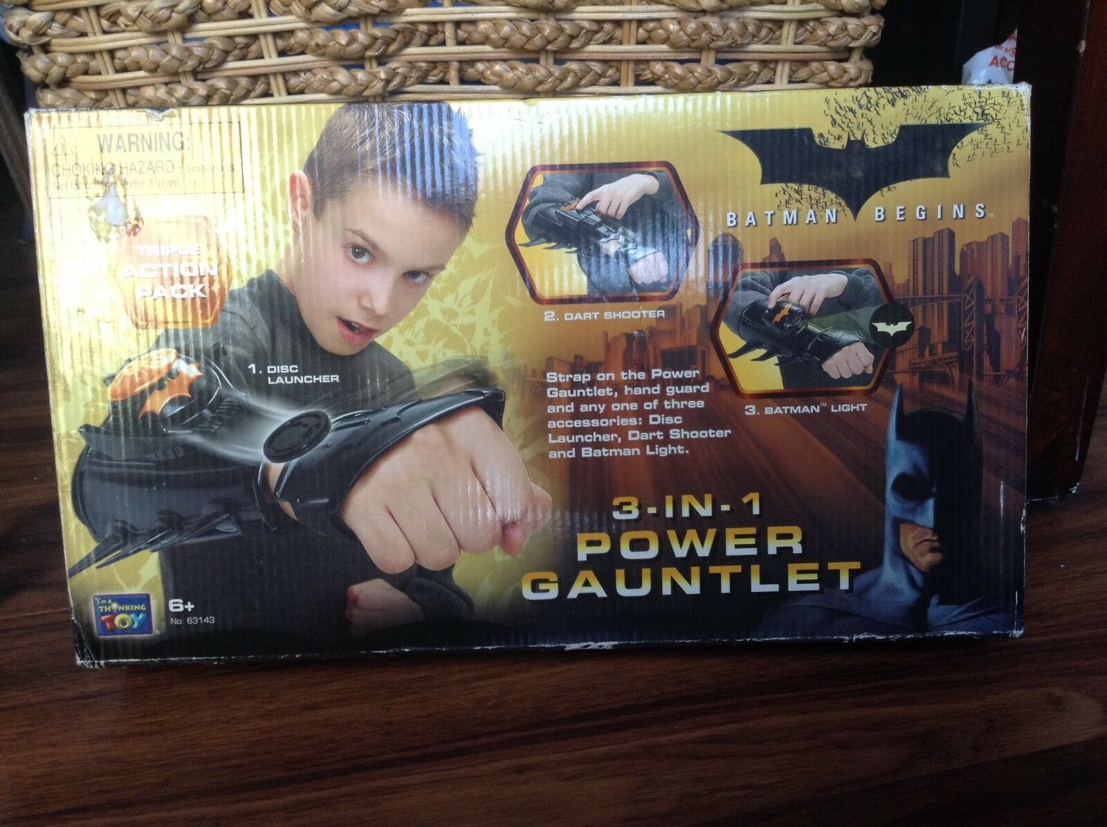 Batman Begins Begins Begins 3-IN-1 Power Gauntlet NEW IN BOX cf3aa2