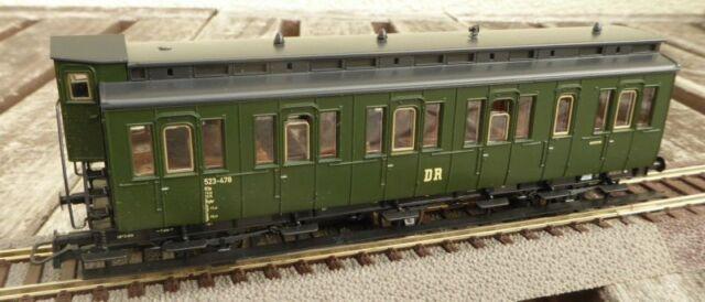 ROCO 44583 H0 3-achsiger Abteilwagen 2.Klasse #523-478 der DR Epoche 3, bespielt