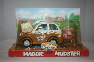 Maddie-Mudster-2004-Car-with-Pig-Finger-Puppet-Chevron-Cars-Brochure-amp-Poster