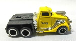Hot-Wheels-brand-1950-039-s-style-hot-rod-semi-truck-Diecast-1-64-Echelle-2001