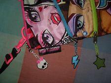 Bolso mochila Monster High con tres compartimentos tres cremalleras calabera